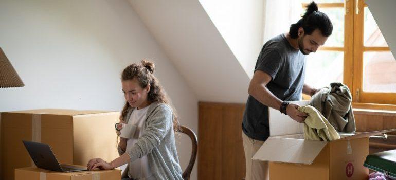 couple - last minute moving checklist